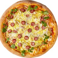 Пицца с копчеными колбасками, картофелем Фото