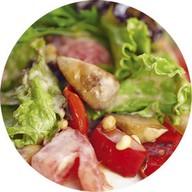 Теплый салат из овощей с грибами,орехами Фото