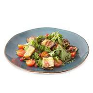 Салат с рулетами из баклажанов, томатами Фото