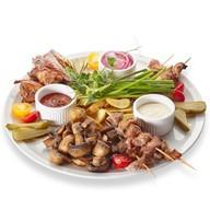 Большая мясная тарелка на компанию Фото
