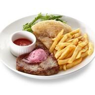 Свинина с картофелем фри и овощами Фото