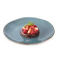 Шоколадный торт с ягодами Фото