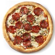 Пицца с курицей, грибами и пепперони Фото