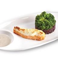 Лосось с чёрным рисом и брокколи Фото