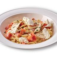 Спагетти с куриным филе, томатами, сыром Фото