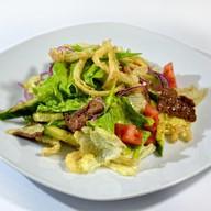 Салат с теплой телятиной и овощами Фото