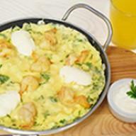 Омлет с креветками и сливочным сыром Фото