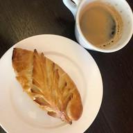 Пирожок с зелёным луком и яйцом Фото
