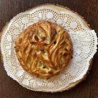 Пирог с сыром и кинзой Фото