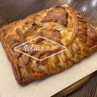 Пирог с грушей и красной смородиной Фото