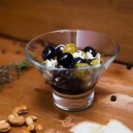 Маринованные оливки и маслины Фото