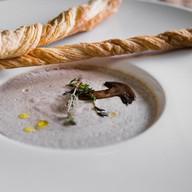 Крем-суп из лесных грибов с гриссини Фото