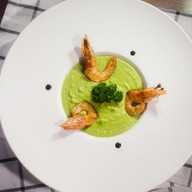 Крем-суп из горошка с креветками Фото
