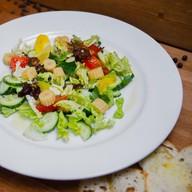 Легкий овощной салат с кукурузой Фото