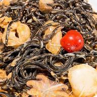 Черная каракатица паста Фото