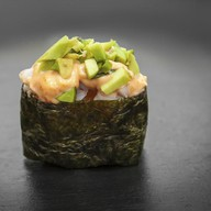 Острые суши с угрем и авокадо Фото
