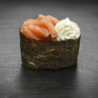 Суши сливочный копченый лосось Фото