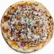 Пицца с копчёной курицей,беконом круглая Фото