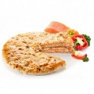 Пирог с лососем и сыром Фото