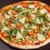 Пицца с тигровыми креветками Фото
