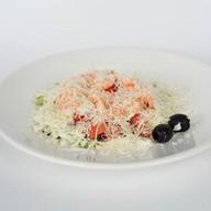Салат с креветками и овощами Фото
