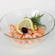 Салат с креветками и рисом Фото