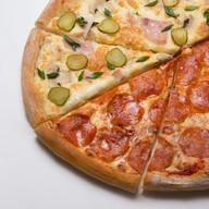 Пицца из половинок Фото