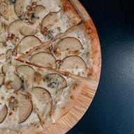 Пицца с горгонзолой и грушей Фото