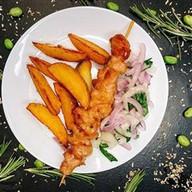 Шашлык куриный с картофельными дольками Фото