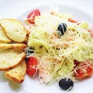 Цезарь салат с креветками Фото