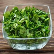 Салат из свежей зелени Фото