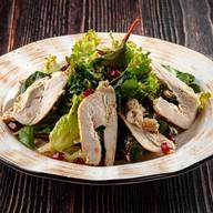 Салат с курицей и соусом баже Фото