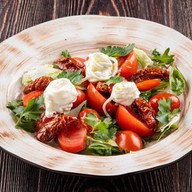 Салат с томатами и сыром Тенили Фото