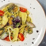 Спагетти вонголе в соусе песто Фото