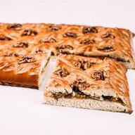 Пирог с абрикосом и грецким орехом Фото