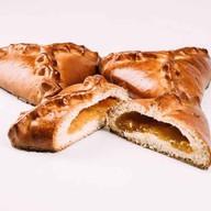 Пирожок с абрикосом Фото