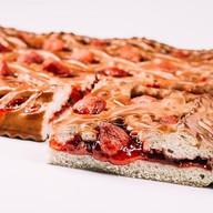 Пирог со свежей клубникой Фото