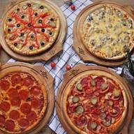 4 пиццы Фото
