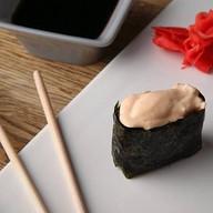 Гункан с лососем Фото