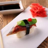Суши с угрём и авокадо Фото