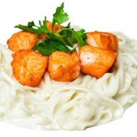 Лапша с лососем в сливочном соусе Фото