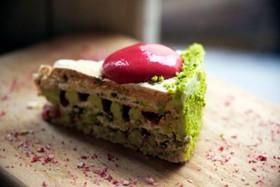 Торт фисташковый с малиной - Фото