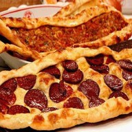 Пицца восточная с салями Фото