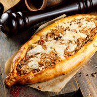 Пицца с домашним фаршем и овощами Фото