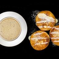Завтрак с сырниками Фото