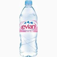 Минеральная вода Эвиан Фото