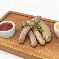 Ассорти домашних колбасок с соусом Фото