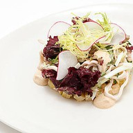 Салат с дальневосточным кальмаром Фото