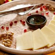 Сыр сулугуни с медом Фото