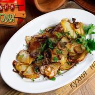 Картофель жареный с луком и грибами Фото